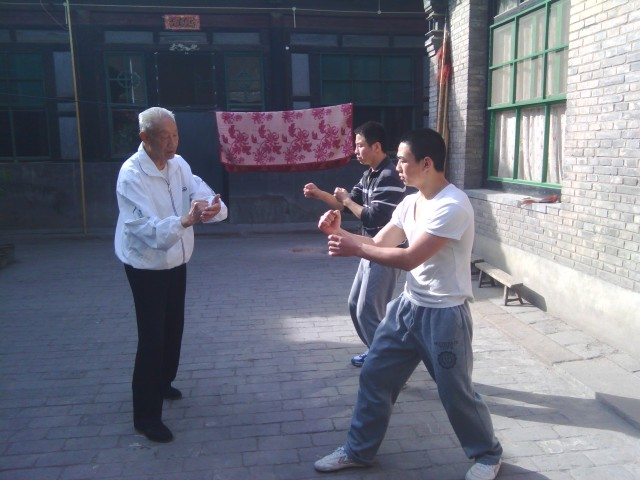Song Guanghua shiye correcting students' stationary fajin