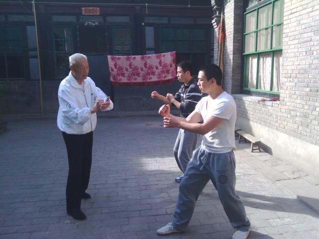 Song Guanghua shiye correcting students' stationary fajin